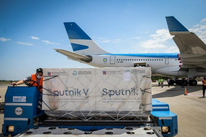 Llega en la madrugada un vuelo de Aerolíneas Argentinas récord: traerá 1,1 millones de vacunas Sputnik V