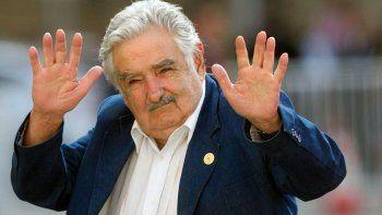 pepe mujica se recupera tras su operacion de urgencia: no tenia una espina clavada en el esofago